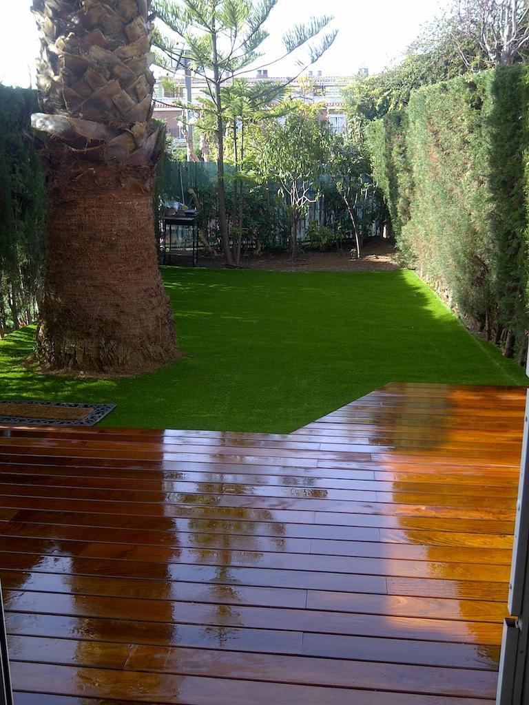 Renovaci n jard n con c sped art ficial jordi pujol jardiner for Jardines con cesped